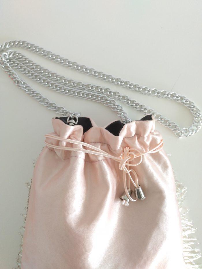 bolso-fiesta-flecos-rosa palo-nude-01
