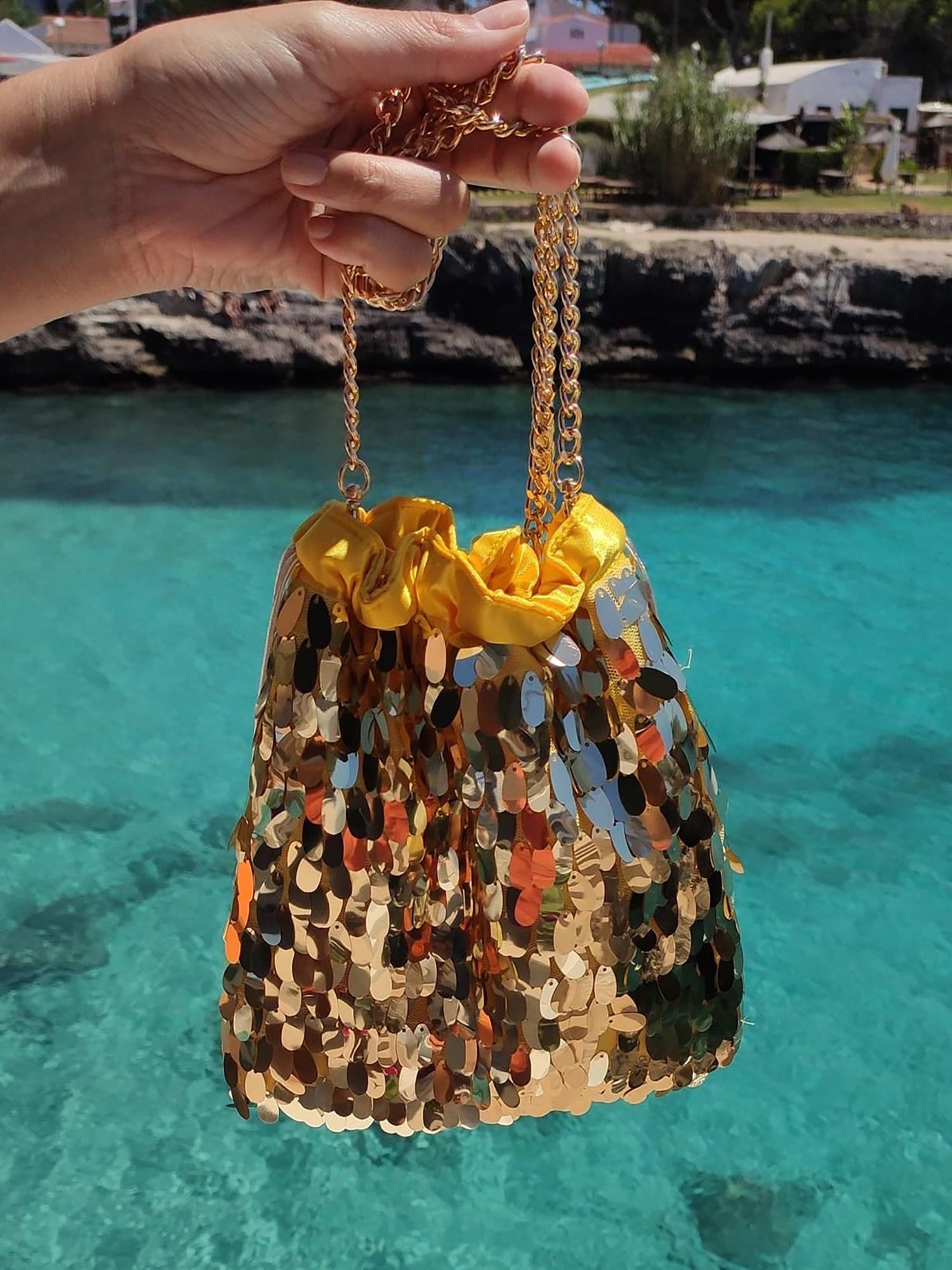 bolso amarillo oro lentejuelas mano y cadena