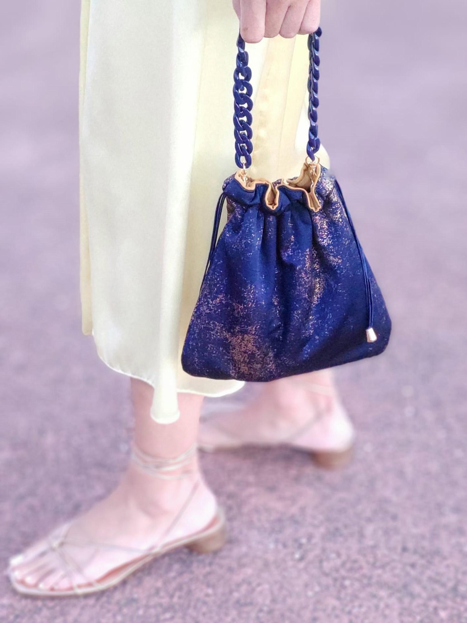 scilla e cariddi bolso-mano-dorado-azul