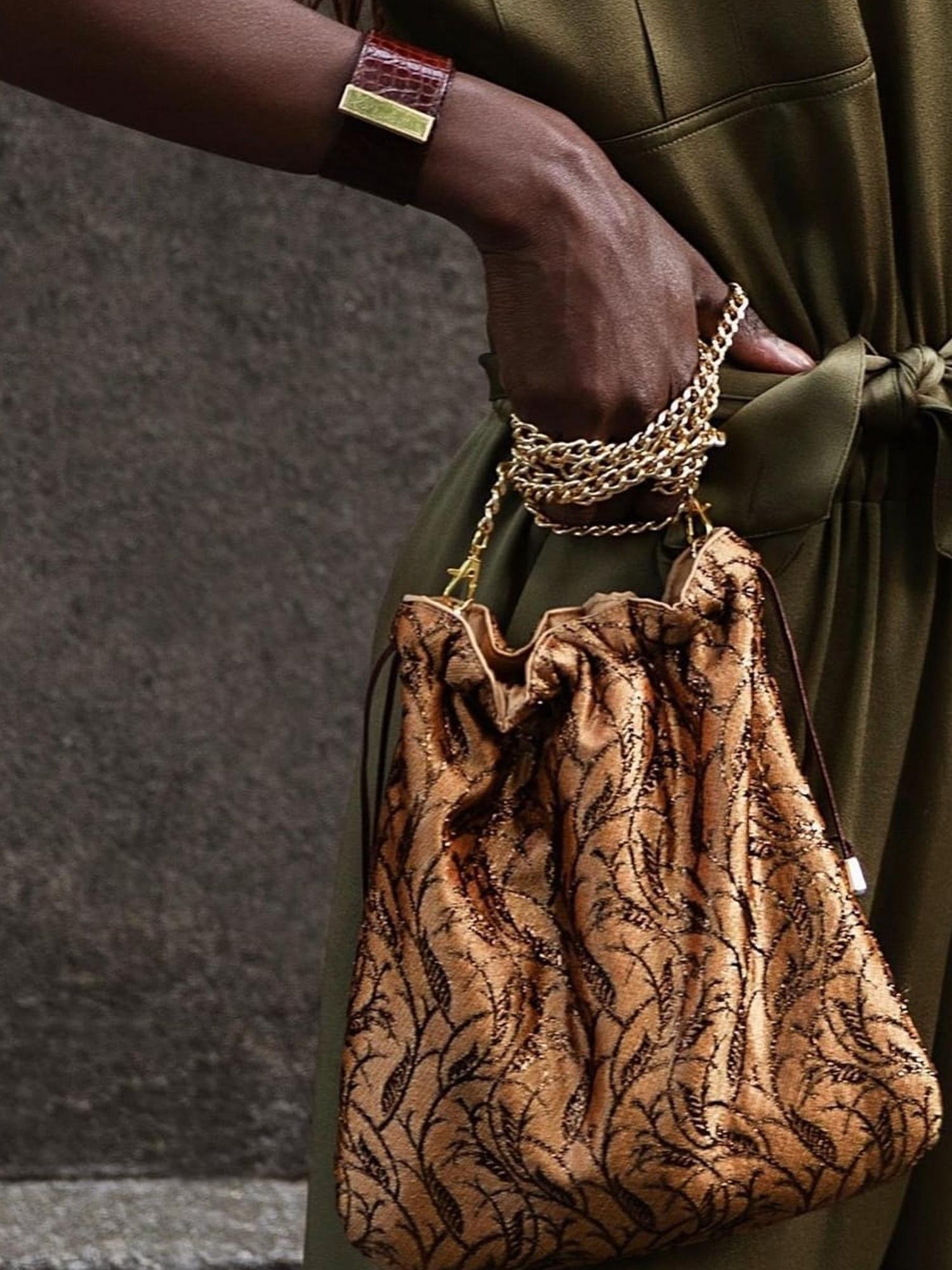 bolso-mano-mujer-dorado-brocado