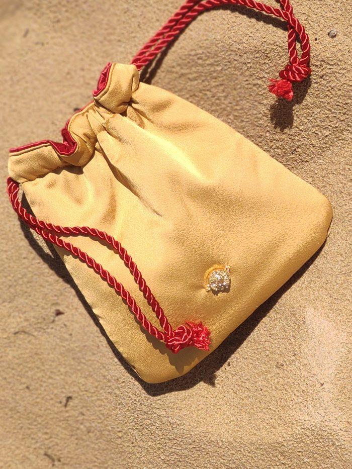 scilla e cariddi bolso-mano-amarillo-oro-rojo