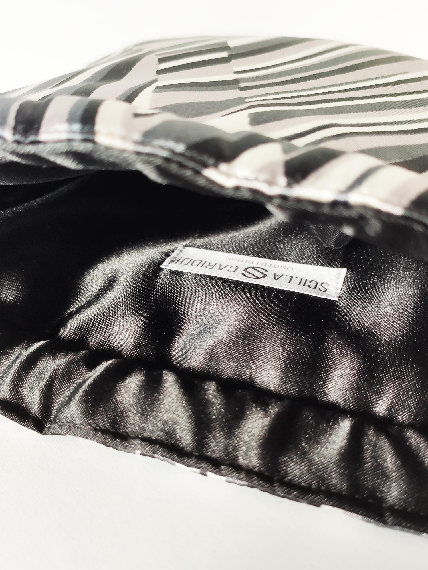bolso-mujer-estampado-cebra-raso-negro