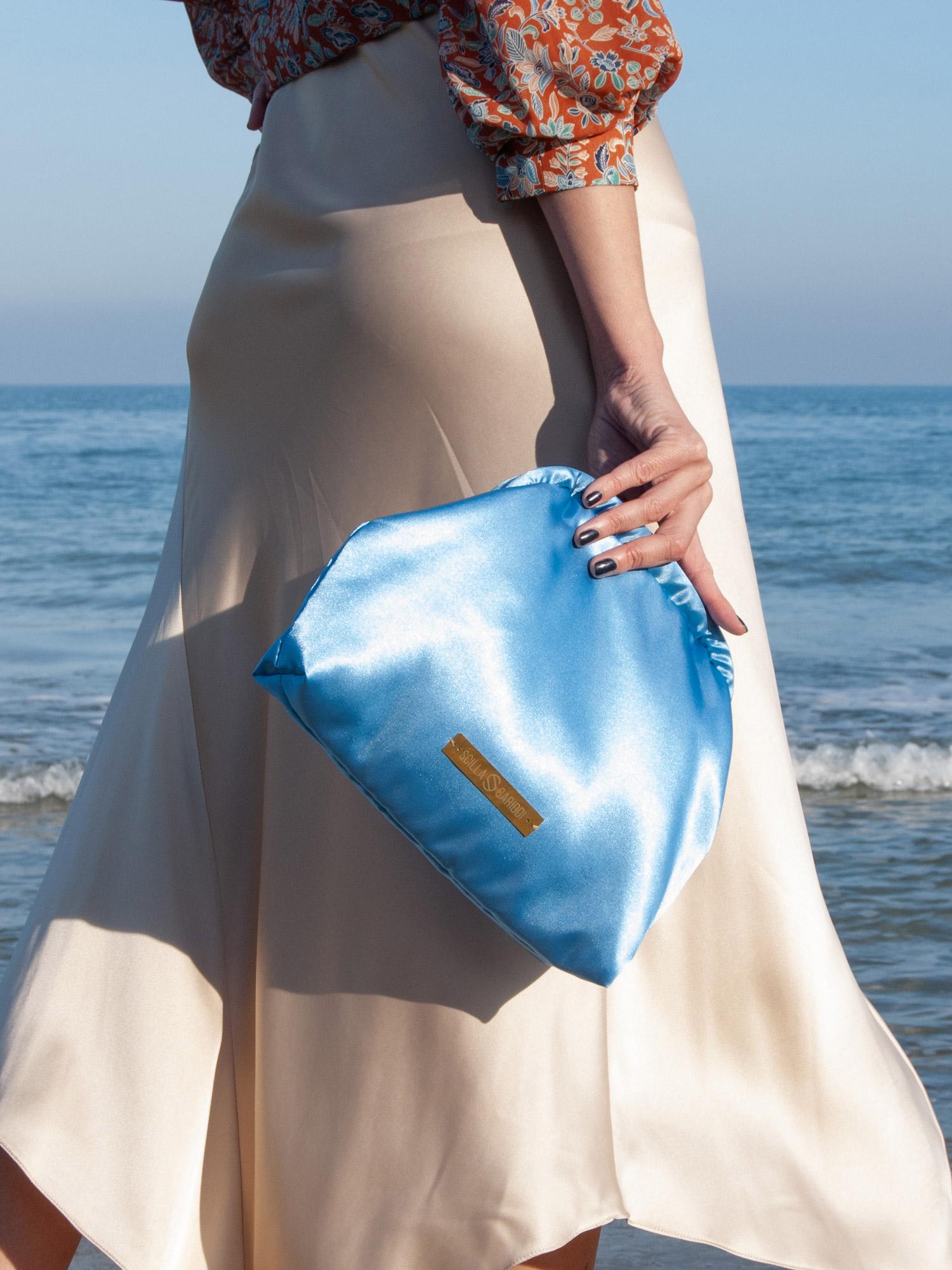 Clutch-bolso-de-mano-saten azul
