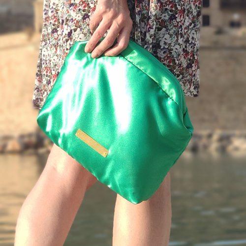 bolso clutch-mano-verde invitada scilla e cariddi