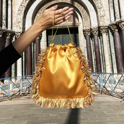 bolso-mano-dorado--golden-peacock